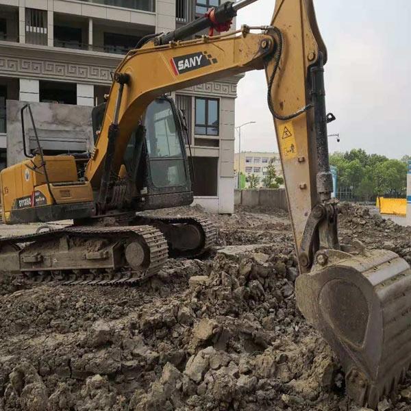 工程挖掘机