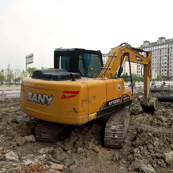 三一135挖掘机